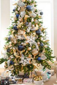pinos de navidad en azul y dorado