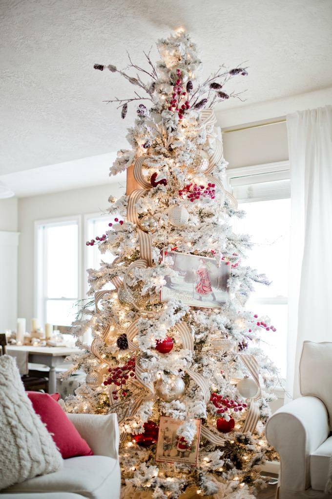 como decorar un arbol blanco con detalles rojos y dorados