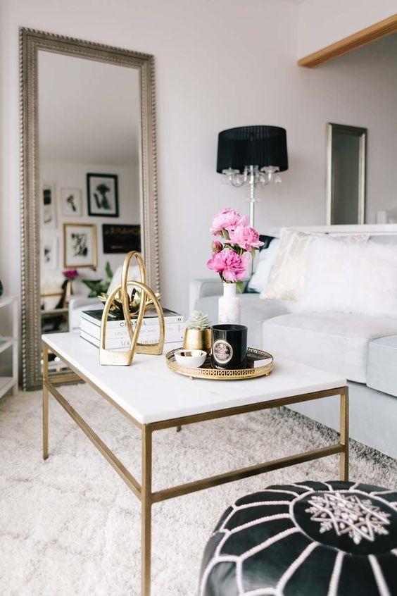 Decoración de salas con espejos rectangulares