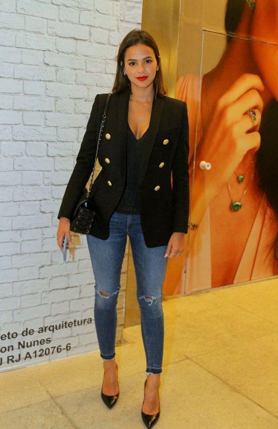 Ejemplos de looks elegantes para mujeres según su edad