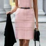 ropa para trabajar en oficina mujer joven con vestido