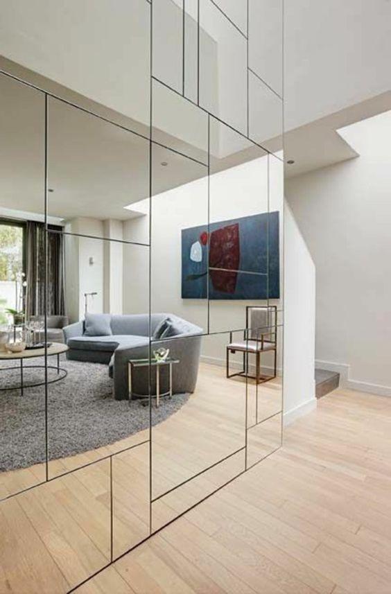 Salas con paredes espejadas