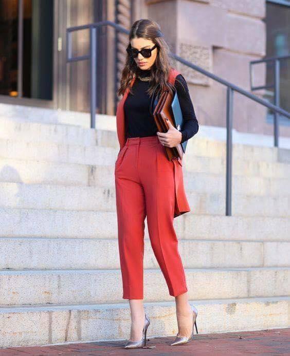 tendencia en pantalones cortos de mujeres para oficina