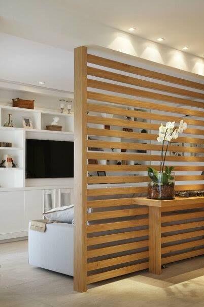 Dividir habitaciones sin paredes con biombos de madera