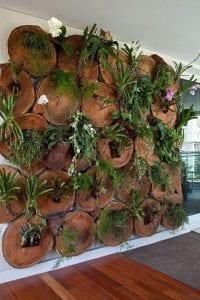 Ideas para decorar la pared con troncos de madera