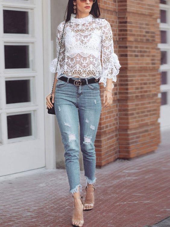 Bellísima blusa de encaje para mujeres de 40 años o más con transparencias
