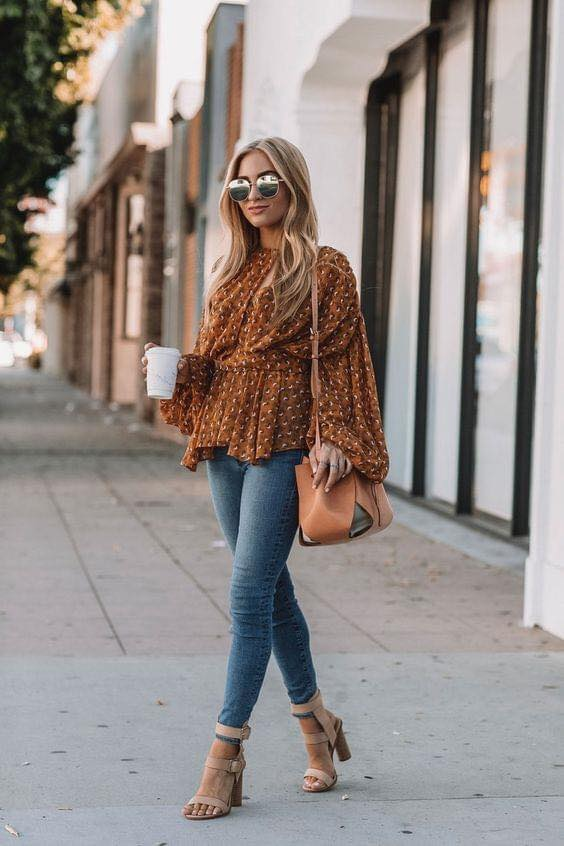 Blusa de moda color café para mujeres de 40 o más