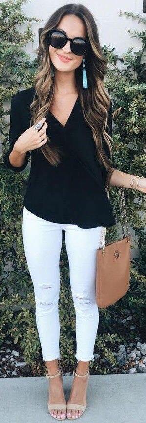 Blusa en color negro con pantalones skinny blancos