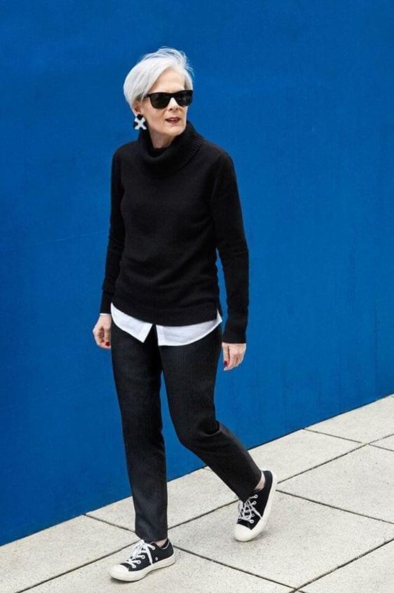 Color negro para suéter sin botones en look casual