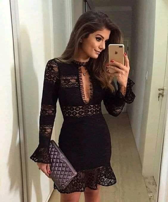 Color negro para vestido con volantes y escote para mujeres maduras