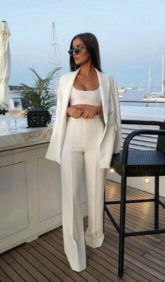 Colores neutros para pantalón elegante en mujeres