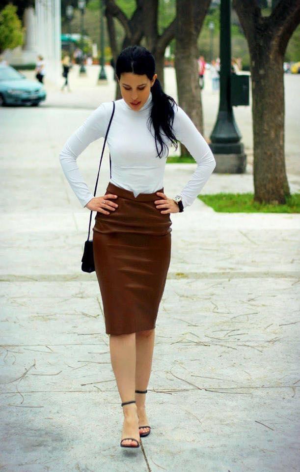 Combinación con falda tipo lápiz y blusa manga larga para temporada de frío