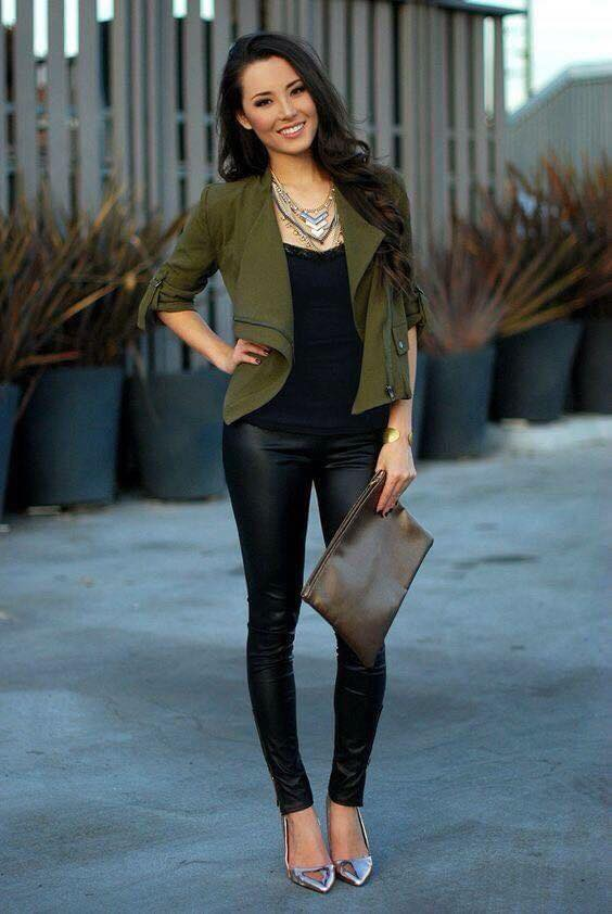 Cómo combinar blazers color verde militar si eres una mujer de 40 o más