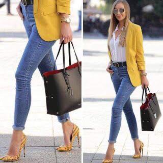 Cómo combinar tacones con jeans lisos para look de mujeres maduras