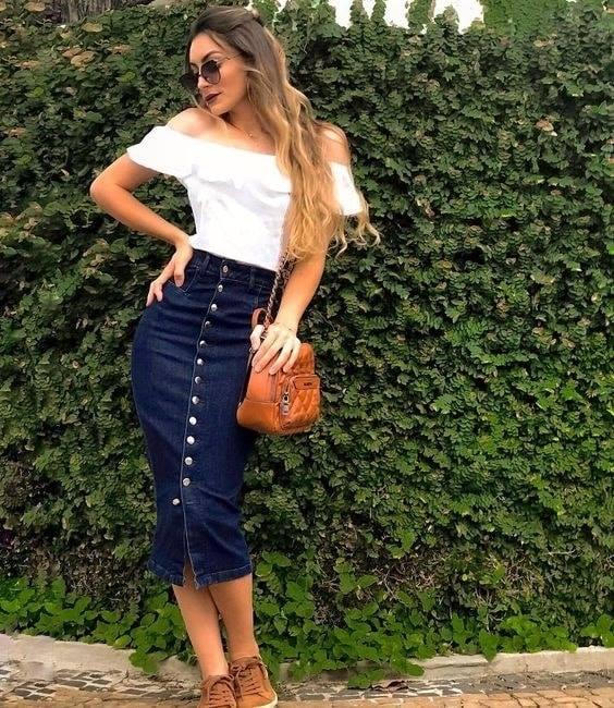 Conjunto de falda de mezclilla larga con tenis