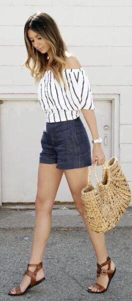 Conjunto de short liso y blusa a rayas para mujeres de 40 años o más