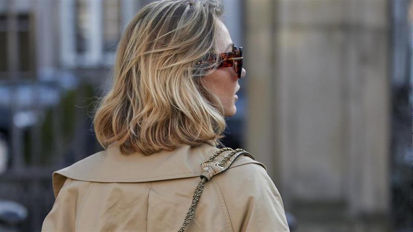 Corte de pelo con media melena rubia con fleco