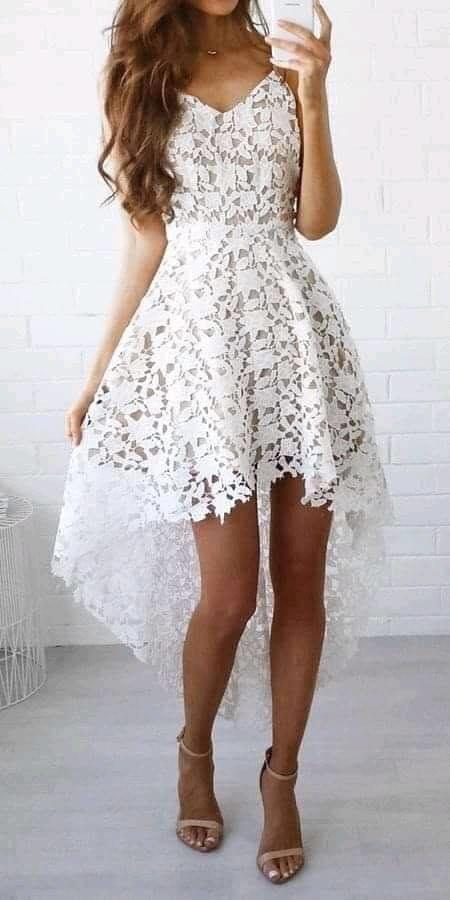 Escote de corazón y cola para vestido de encaje en mujeres de 40 años o más