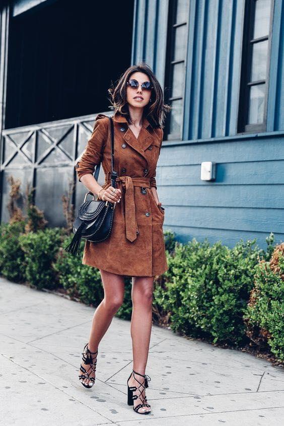 Gabardina café tipo vestido para mujeres de 40 años