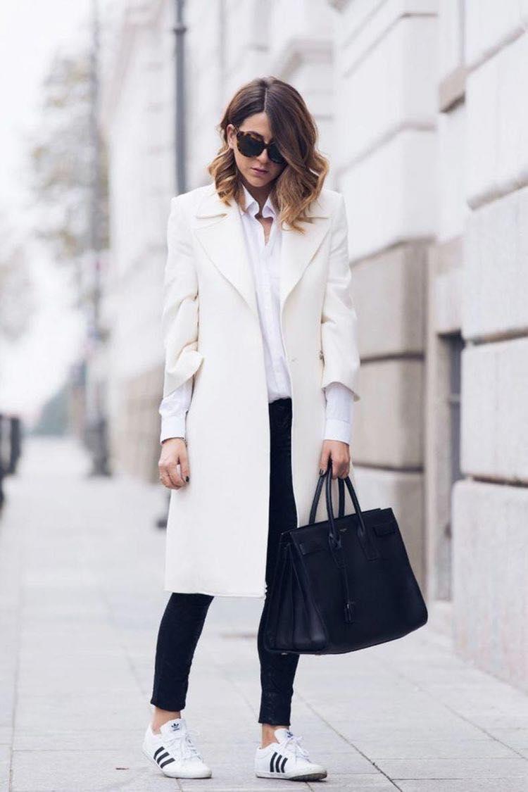 Gabardina en color blanco para mujeres maduras