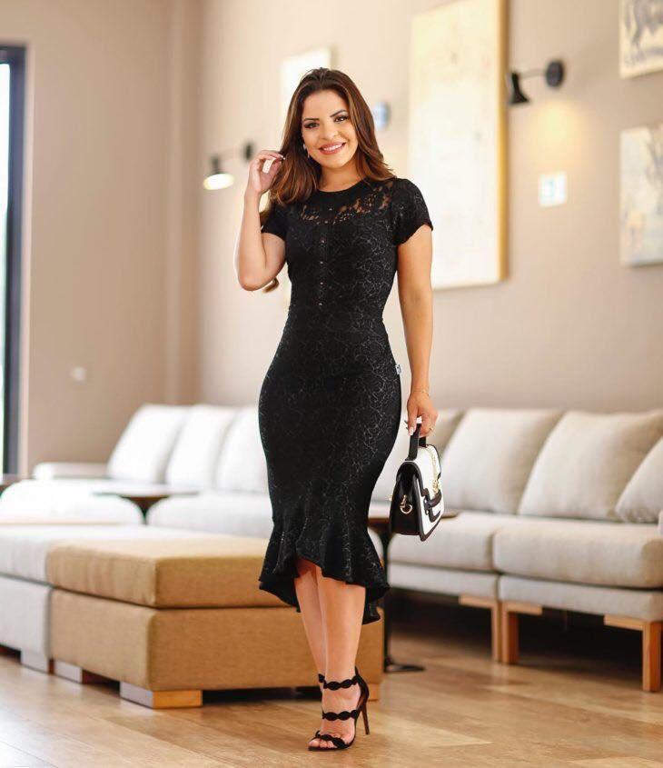Holanes para cola de vestido negro de mujeres maduras
