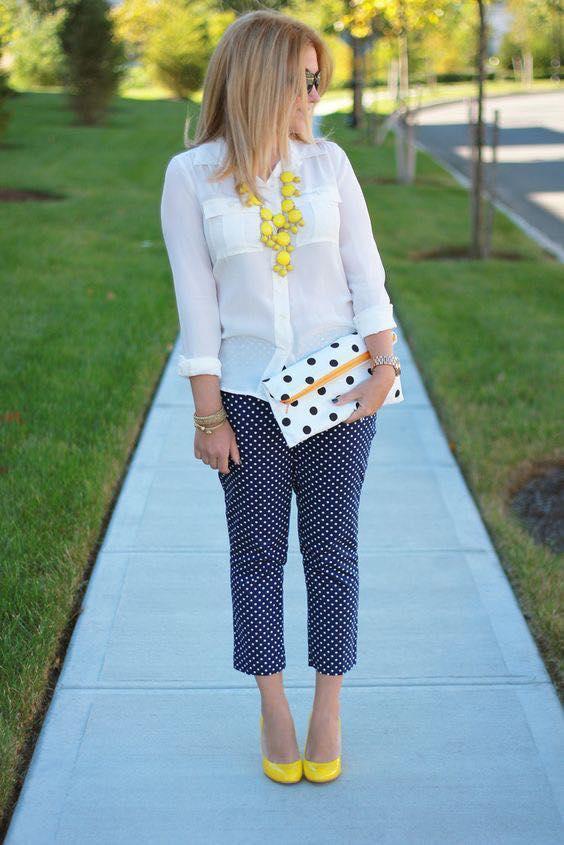Ideas para llevar un pantalón capri de puntos para mujeres maduras