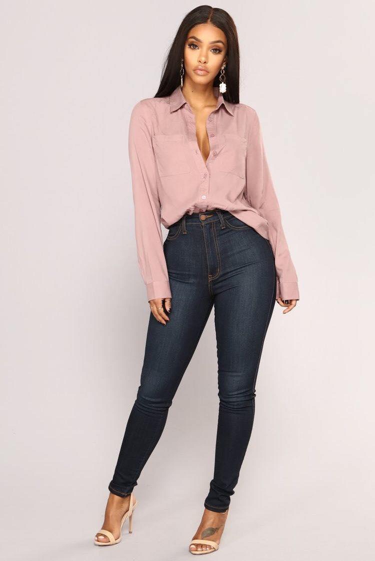 Maxi blusa y jeans a la cintura para mujeres de 40 o más