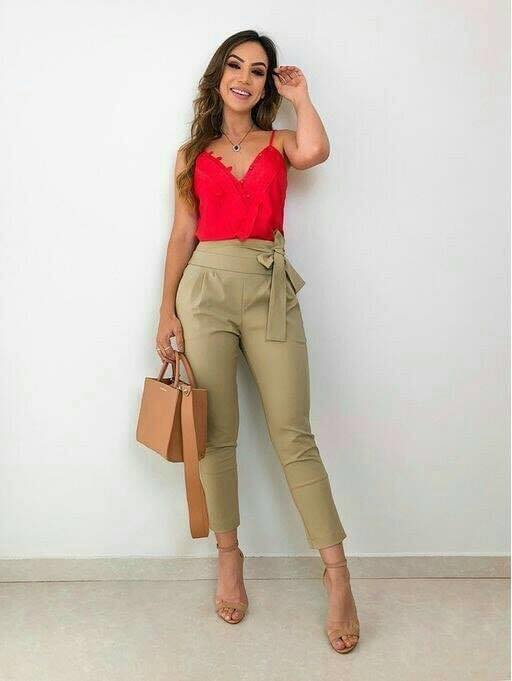 Moños en pantalones elegantes para outfits de mujeres maduras