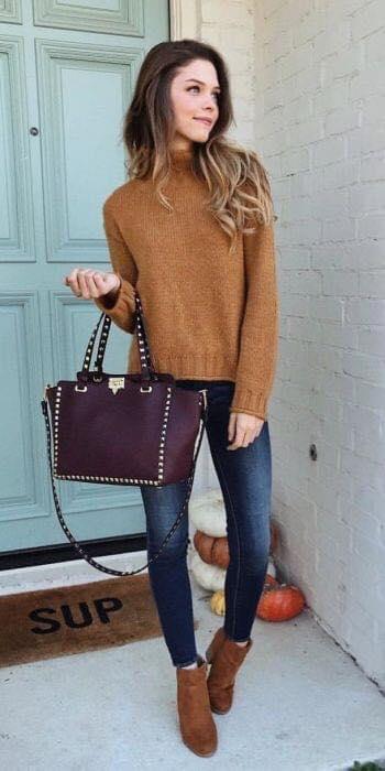 Outfit café para el otoño de mujeres maduras