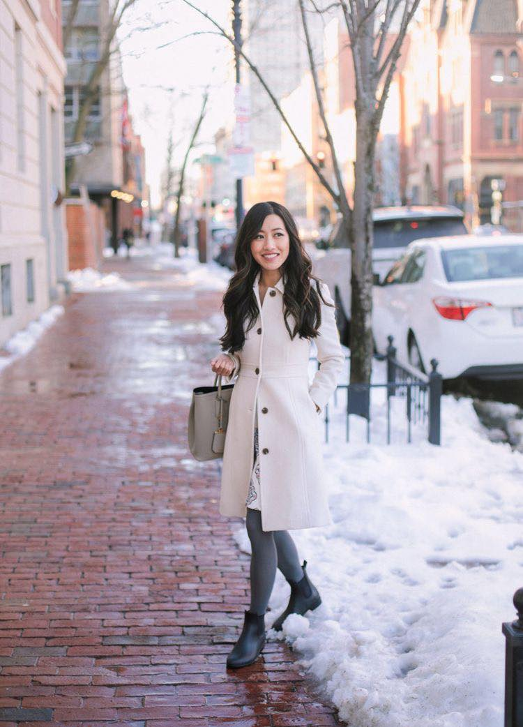 Outfit con saco y medias para la temporada de frío
