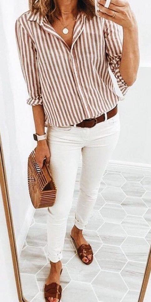 Outfit con tono café para mujeres maduras