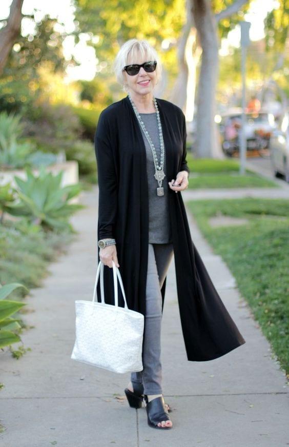 Outfit para señora con suéter sencillo en color negro