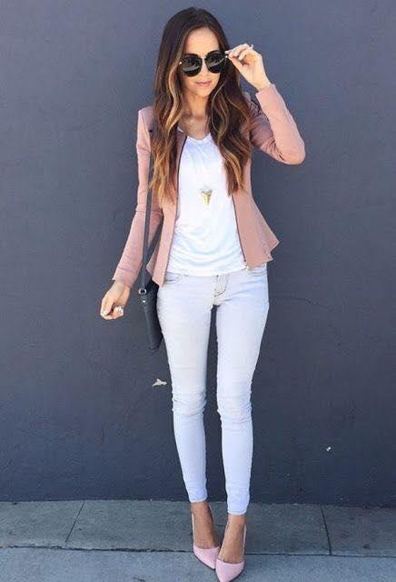 Pantalón blanco combinado con rosa