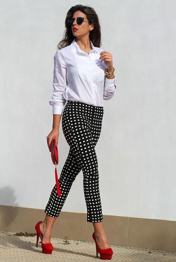 Pantalones con estampado de lunares pequeños para mujeres maduras