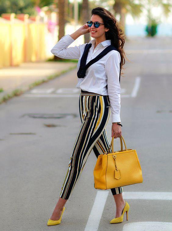 Pantalones con rayas para outfit de mujeres mayores