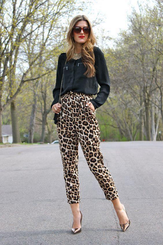 Print de tigre con chaqueta de cuero para moda de mujeres mayores