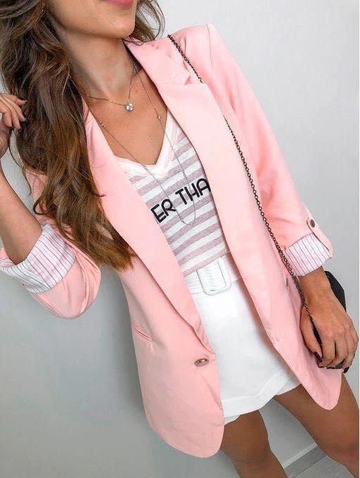 Qué accesorios usar en outfits con blazer rosa