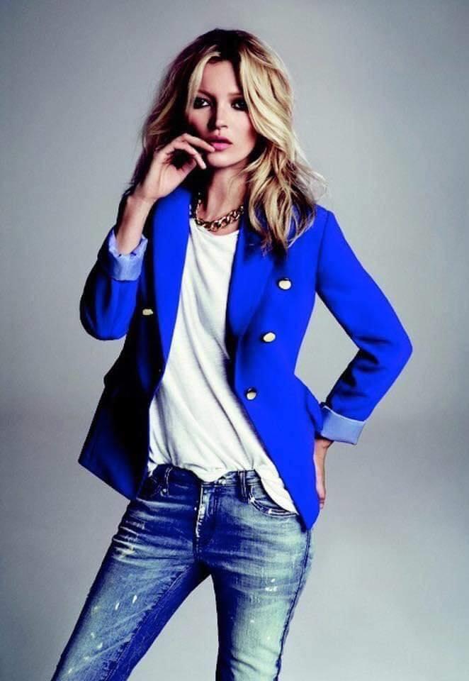 Saco color azul con combinación sencilla