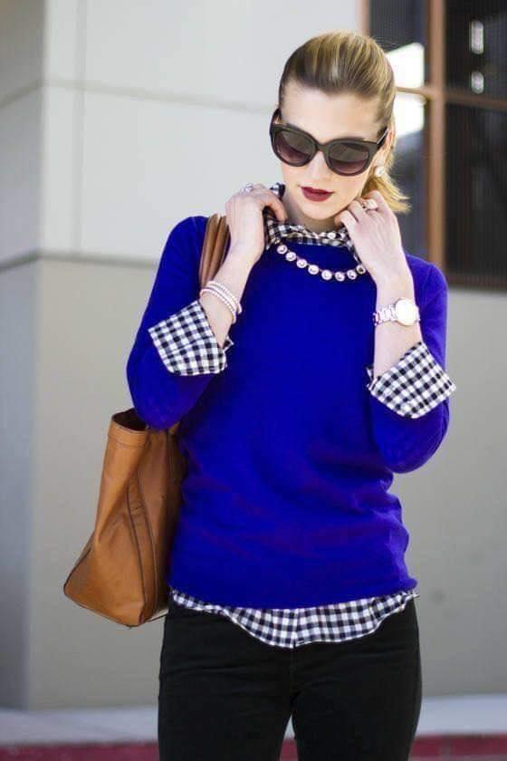 Suéter color azul para look de mujeres maduras
