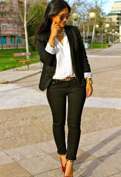 Suéter tipo blazer para outfit profesional en mujeres maduras