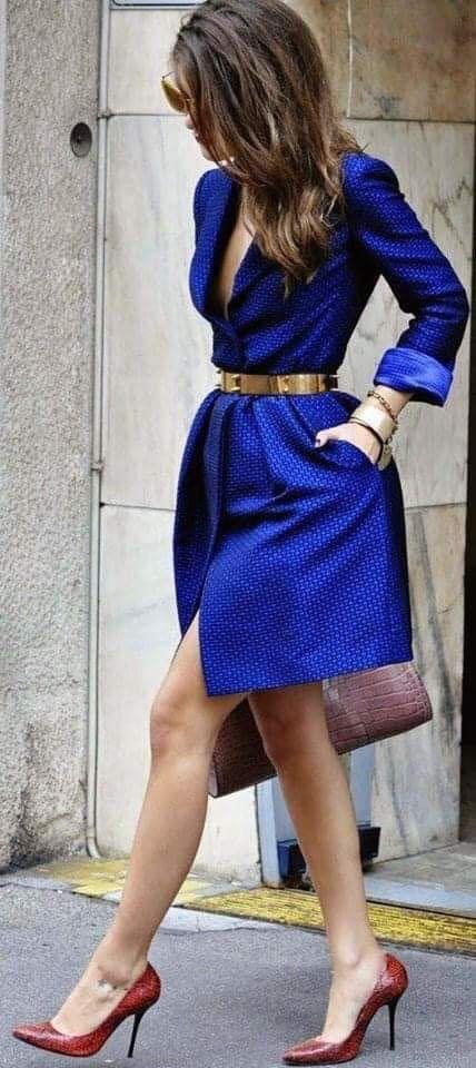 Vestido elegante con cinturón para outfit de mujeres maduras