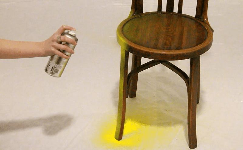 Cómo pintar sillas con spray