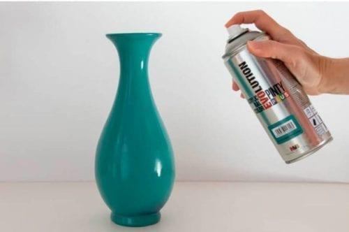 Cómo utilizar la pintura en spray para muebles