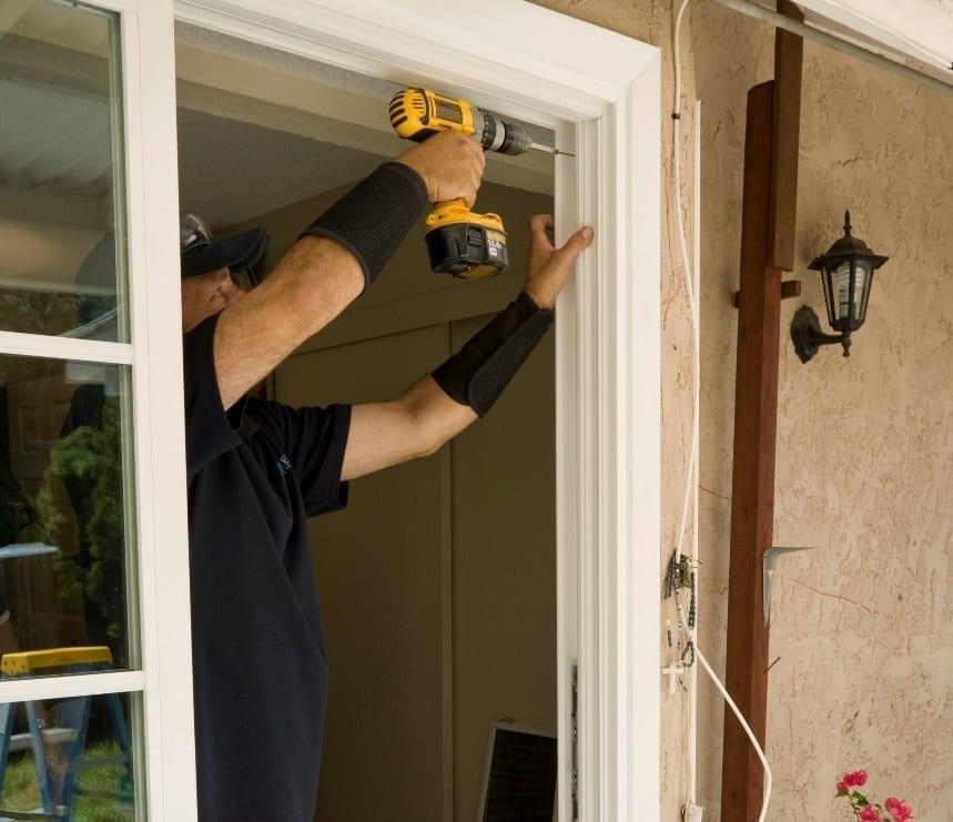 Pintar el marco de la puerta