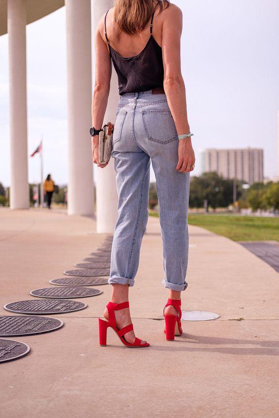 Ideas de outfits con tacones rojos