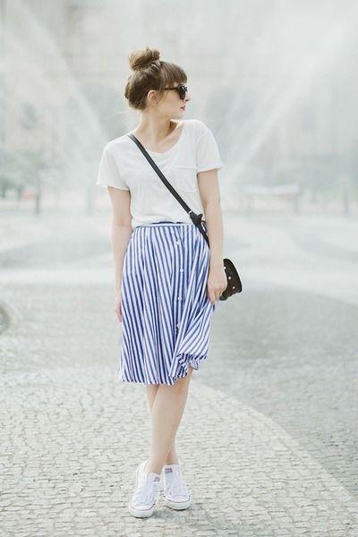 Looks con converse blancos y faldas