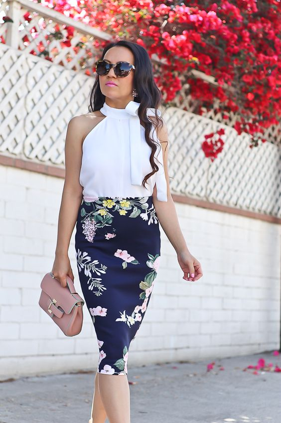Outfits con faldas lápiz florales
