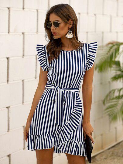 Opta por outfits con rayas verticales